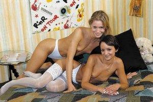 Anja Juliette Laval mit Freundin