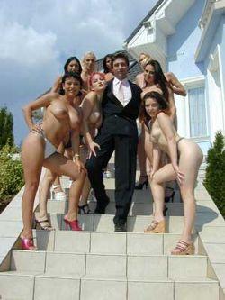 Steve Holmes mit Pornodarstellerinnen