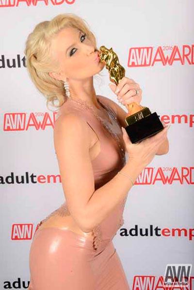 Anikka Albrite bei den AVN Awards 2016