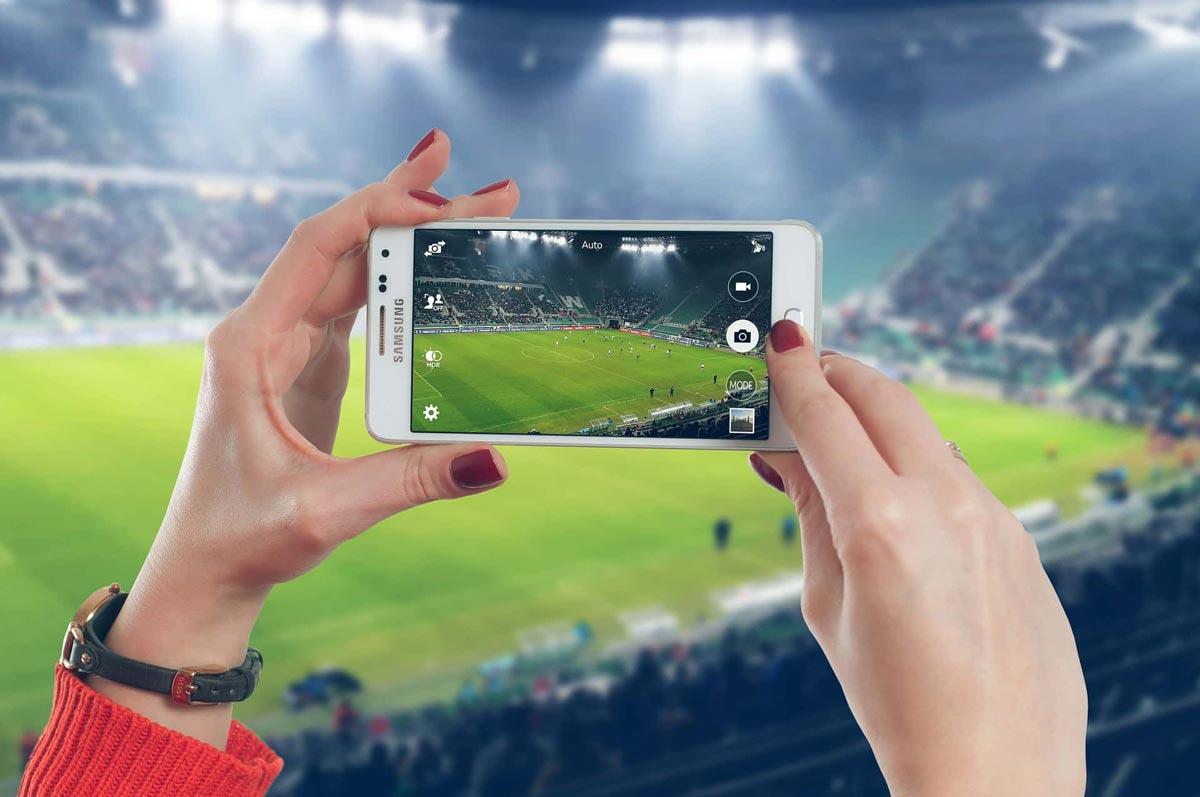 Spielerfrauen im Fussball Stadion